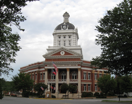 Photo of the Morgan County Courthouse, Madison, Georgia